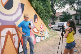 mamiya-135-ee-june-2012-mexican-muralist-being-interviewed_640x428