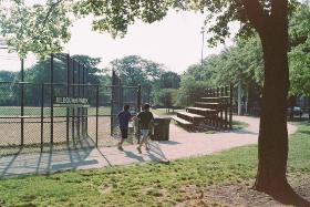 mamiyasekor-1000-dtl-kilbourn-park-joggers-and-bird_640x428