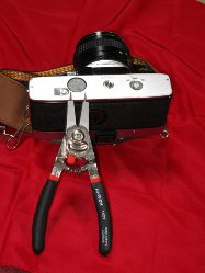 minolta-srt-100-bottom-with-special-pliers_640x480